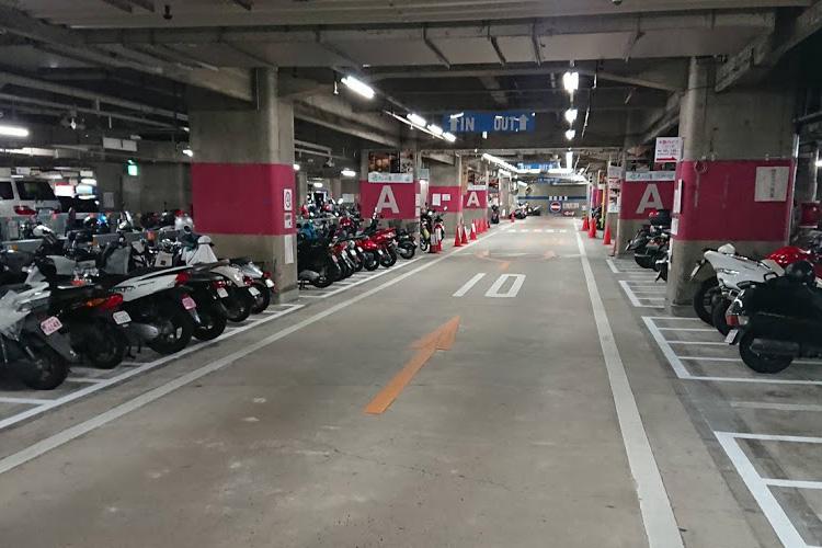 複合商業施設駐車場